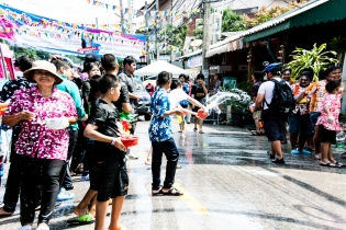 Danial getting drenched in Songkran Alley (1 of 1)