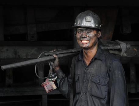 Tôi là người thợ lò sinh ra trên đất mỏ... Vu Ngoc