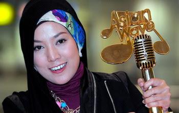 Shila-Amzah-trofi-wave-2012