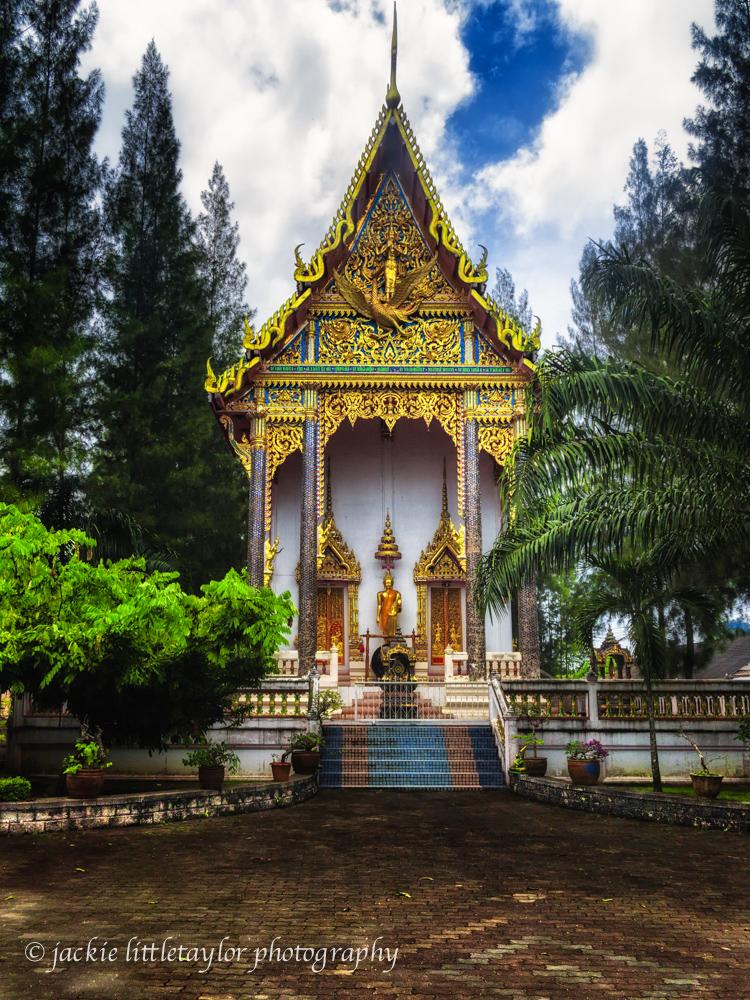 Wat Srisoonthorn  Phuket detail strong color