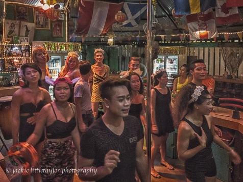 sing and dance Sunshine Bar