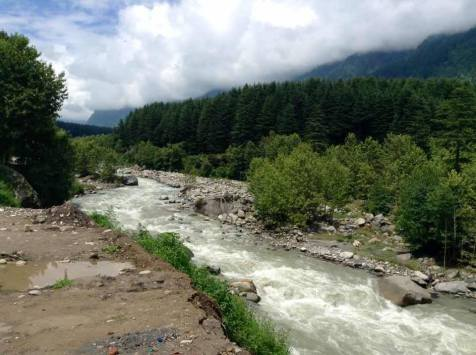 Beas river ..run along the road side ..forward to Manali
