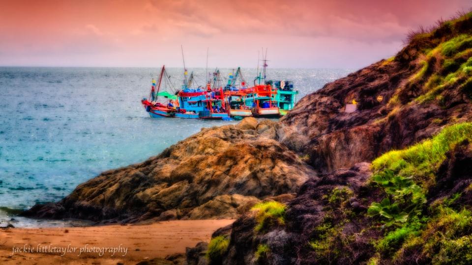 4 trawlers Ya Nui beach