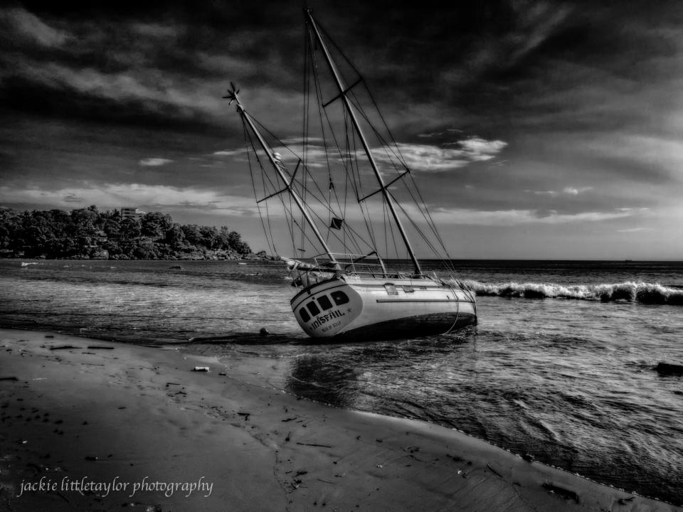 abandon ship B/W