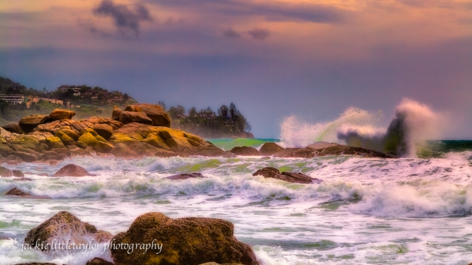 wave crashing along coast sunset 16x9 impression