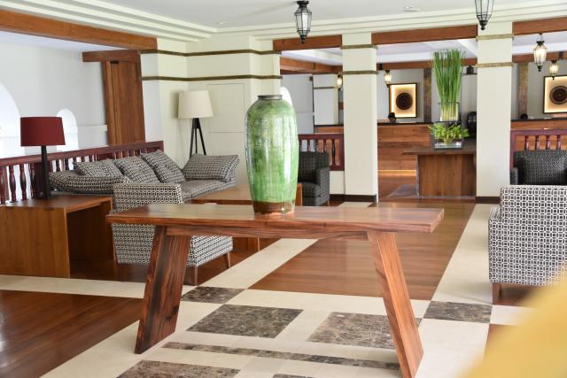 Sanctum Inle Resort Lobby
