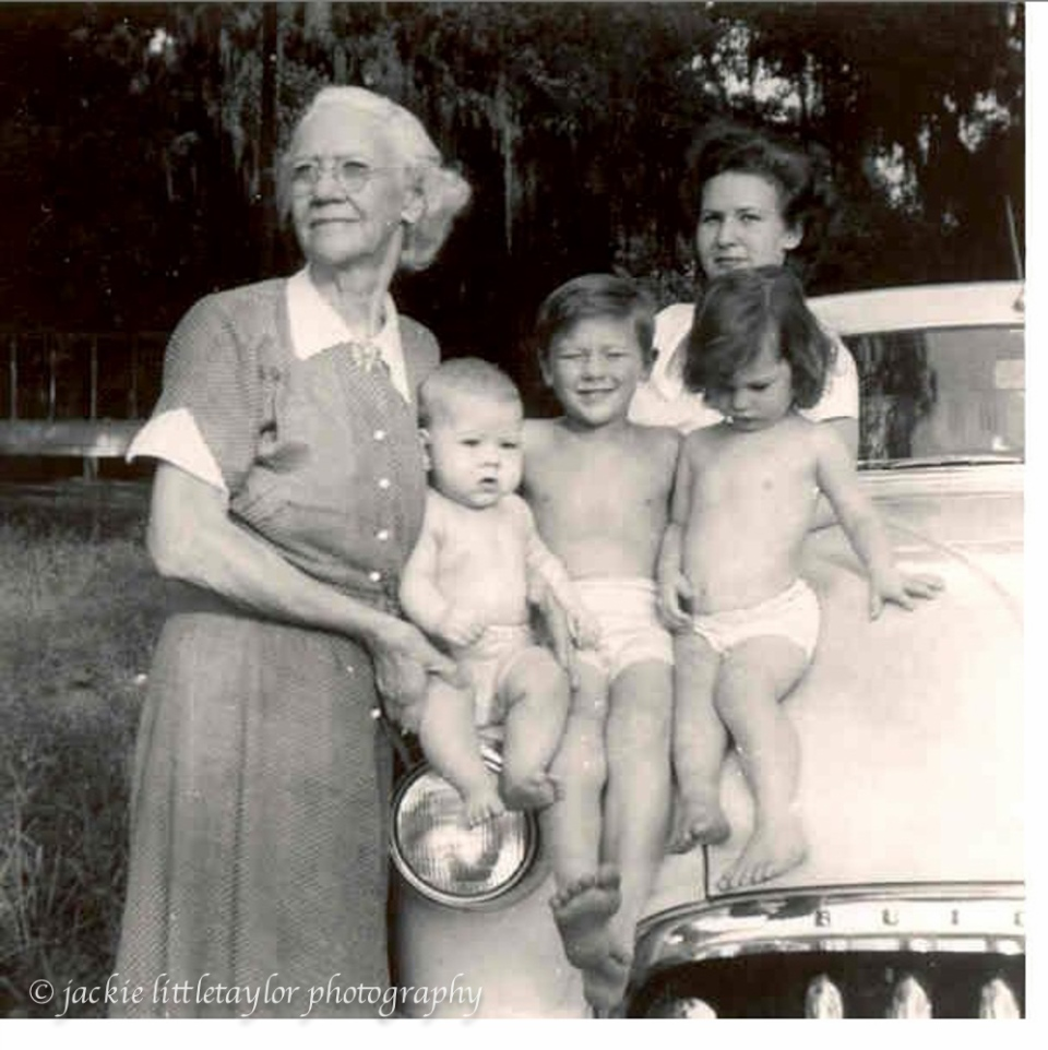 Littletaylor_Grandma_Carter_with_Burnie__David__Kathy_and_Betty.jpg__597×589_